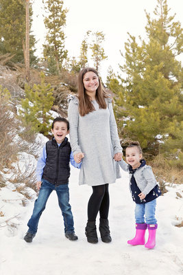 Children's Winter Photo Captured by Aurora Photographer Donna Young